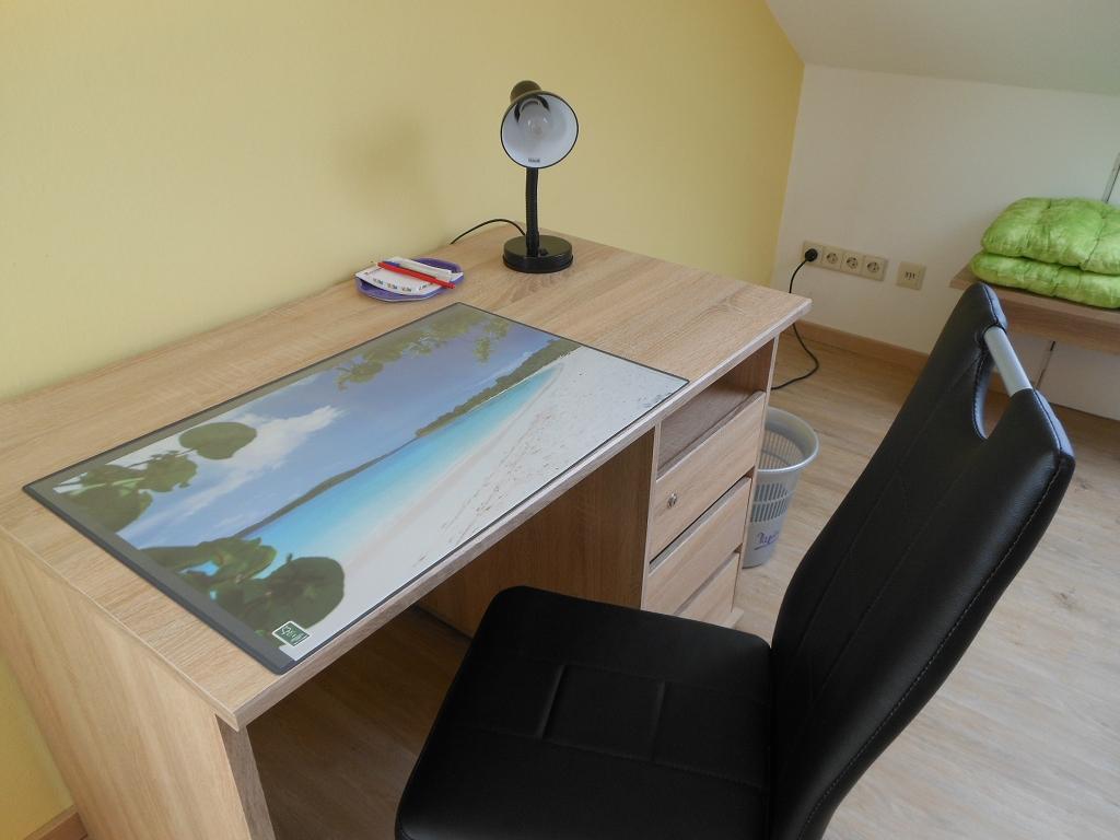 Wohn-/Eßzimmer Schreibtisch/Laptoparbeit