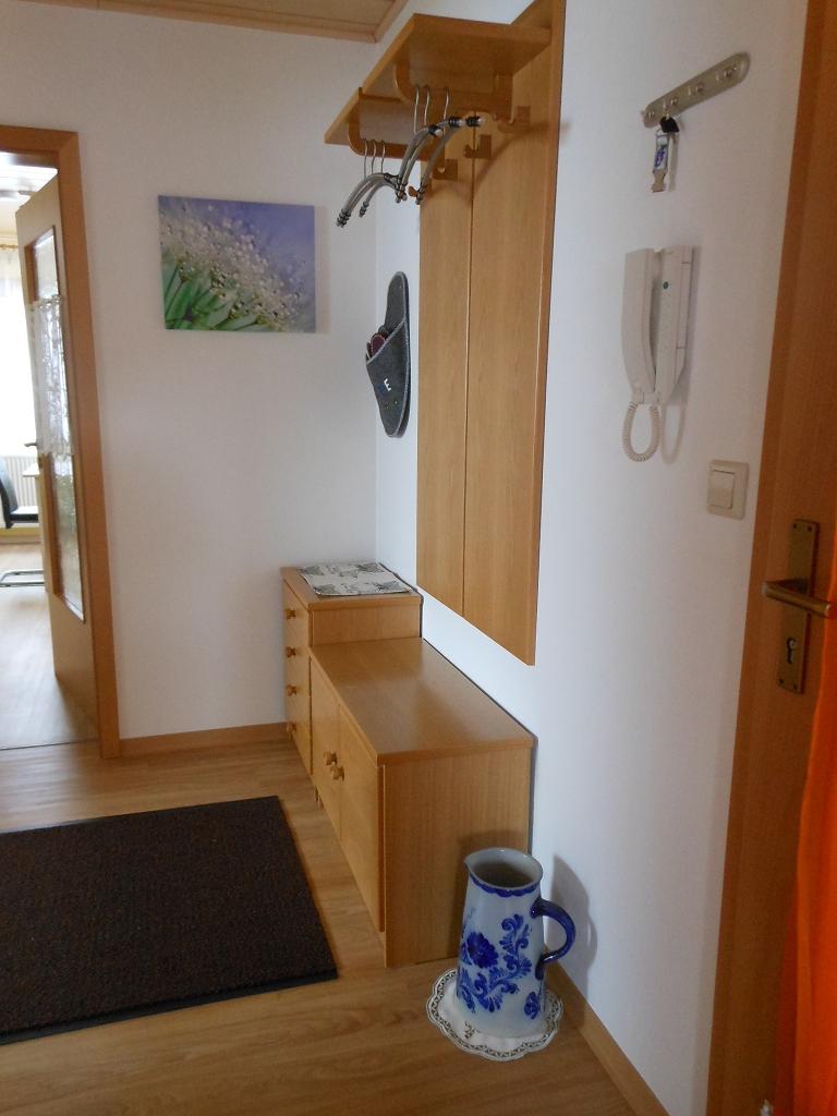Garderobe und Sprech-/Türöffner für Haustüre