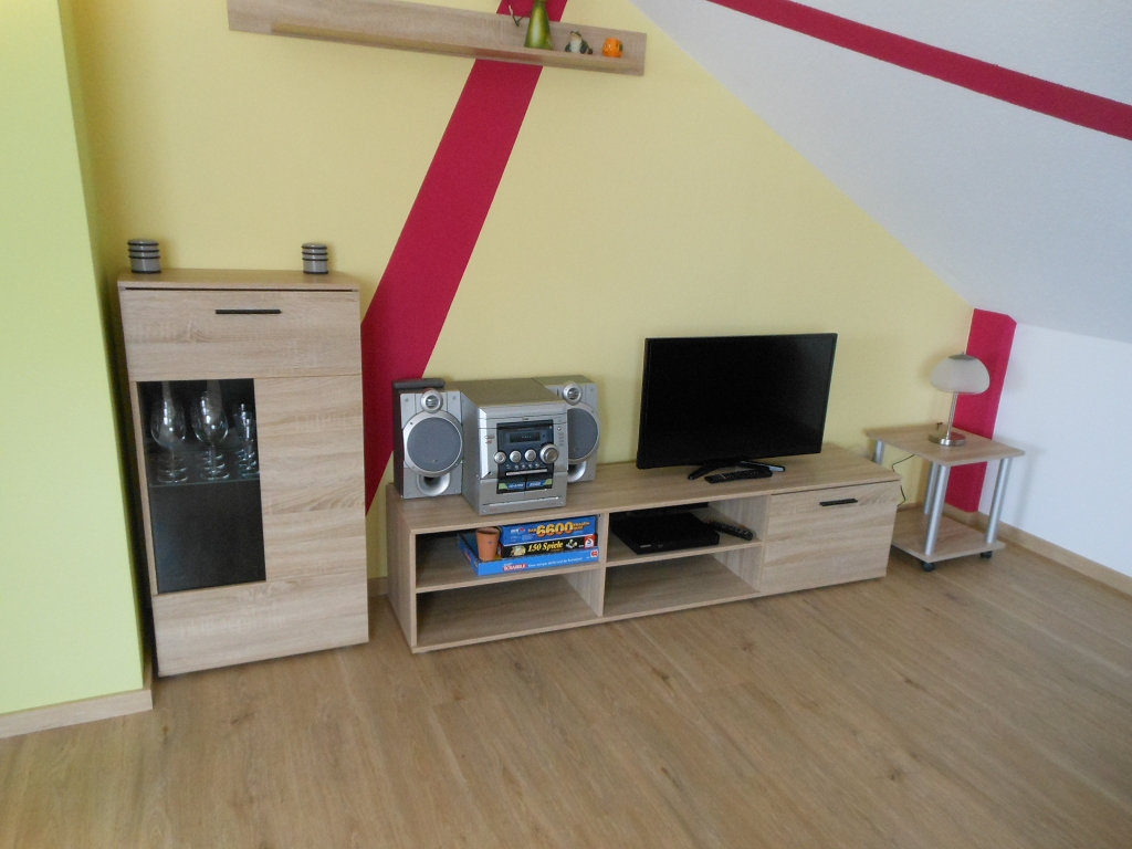 Wohn-/Eßzimmer TV + Stereo-Eck