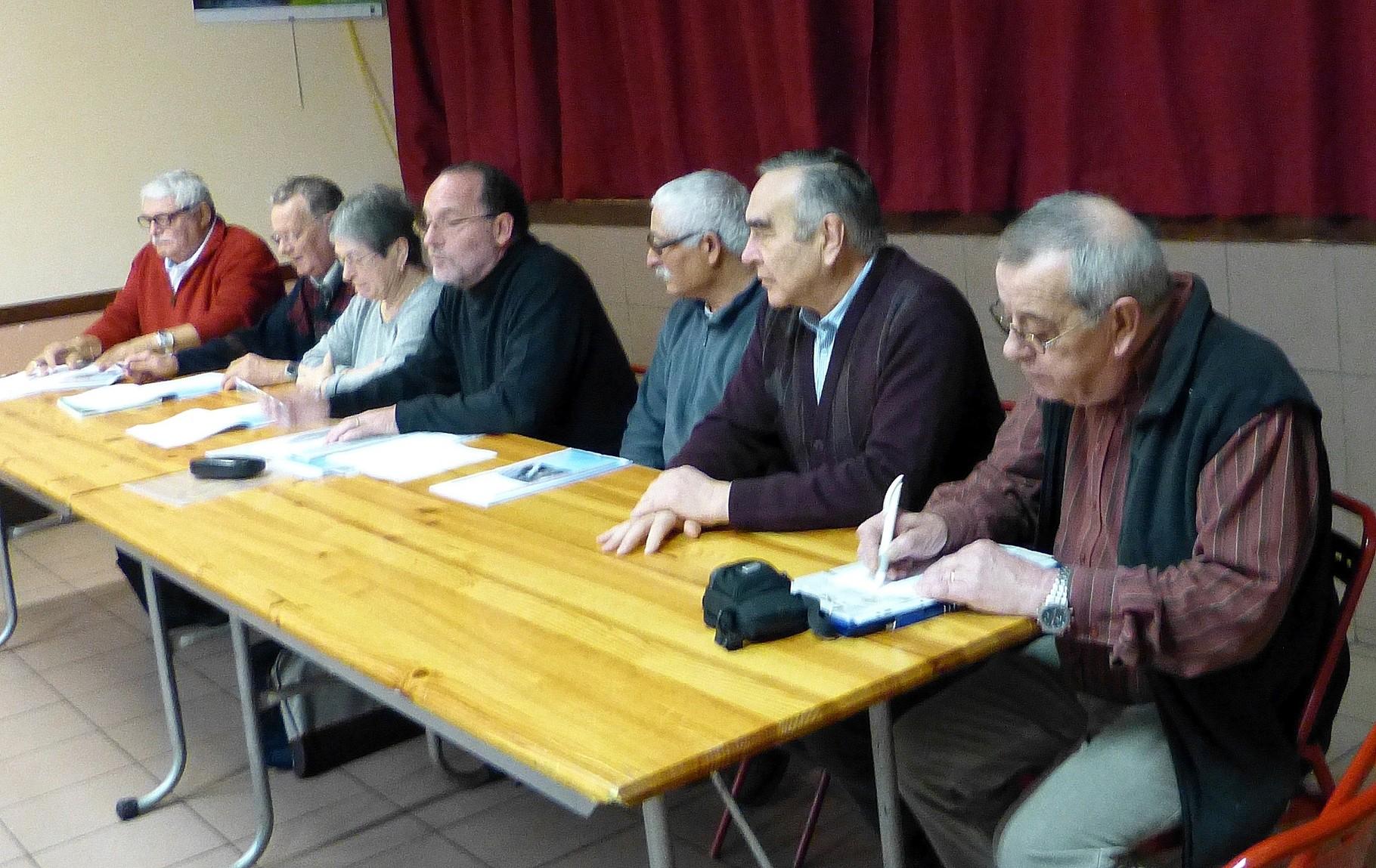 De gauche à droite: Mr Antherieu,Piecq,Mme Banquet,Mr Masson (bureau de l'AAPPMA) , Mr Dos Santos (Président de la société de pêche ) Mr Chesnay maire de la commune, Mr Ilary (secrétaire de la société de pêche)