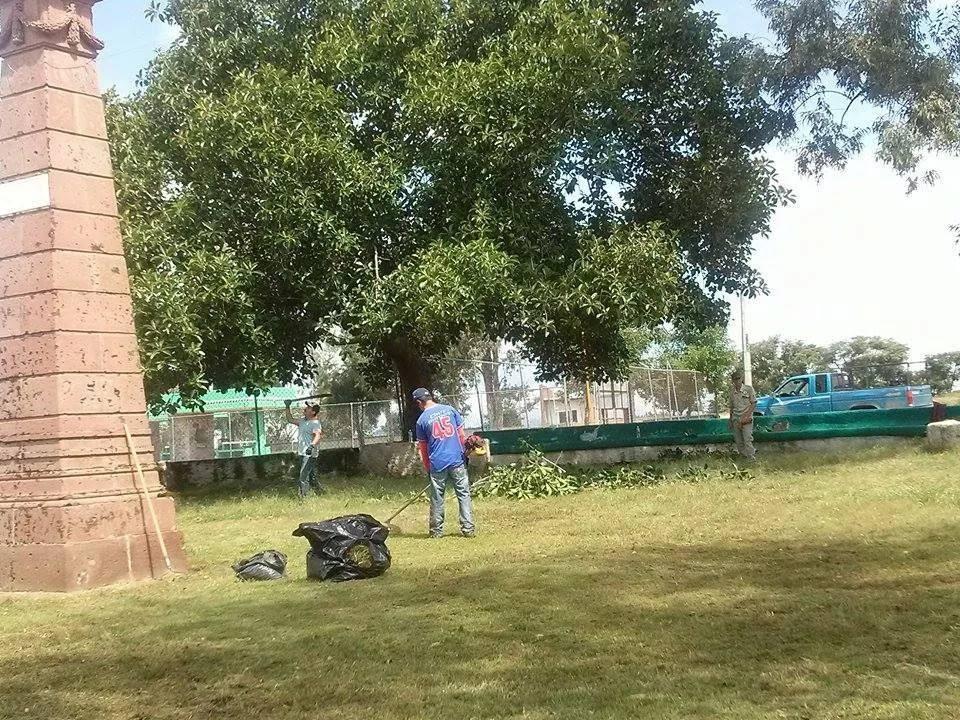 Limpieza de Parque por parte del personal del H. Ayuntamiento