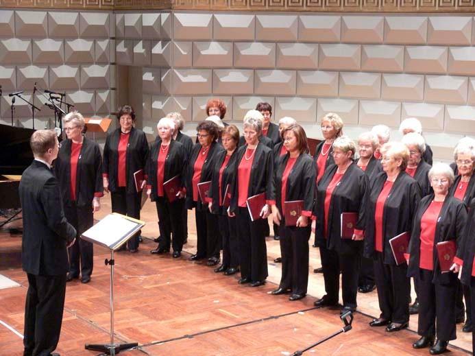 Frauenchor unter der Leitung von Ernie Rhein