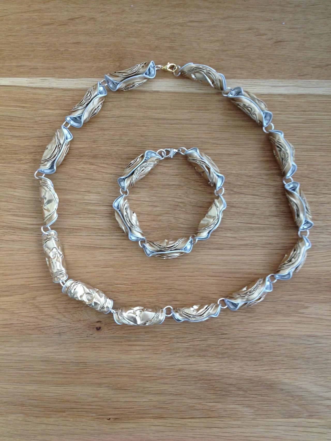Gedrehte Halskette mit passendem Armband (beige)