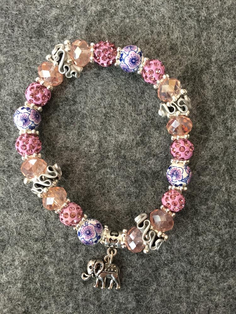 Perlenarmband (rosa mit Elefanten-Anhänger)