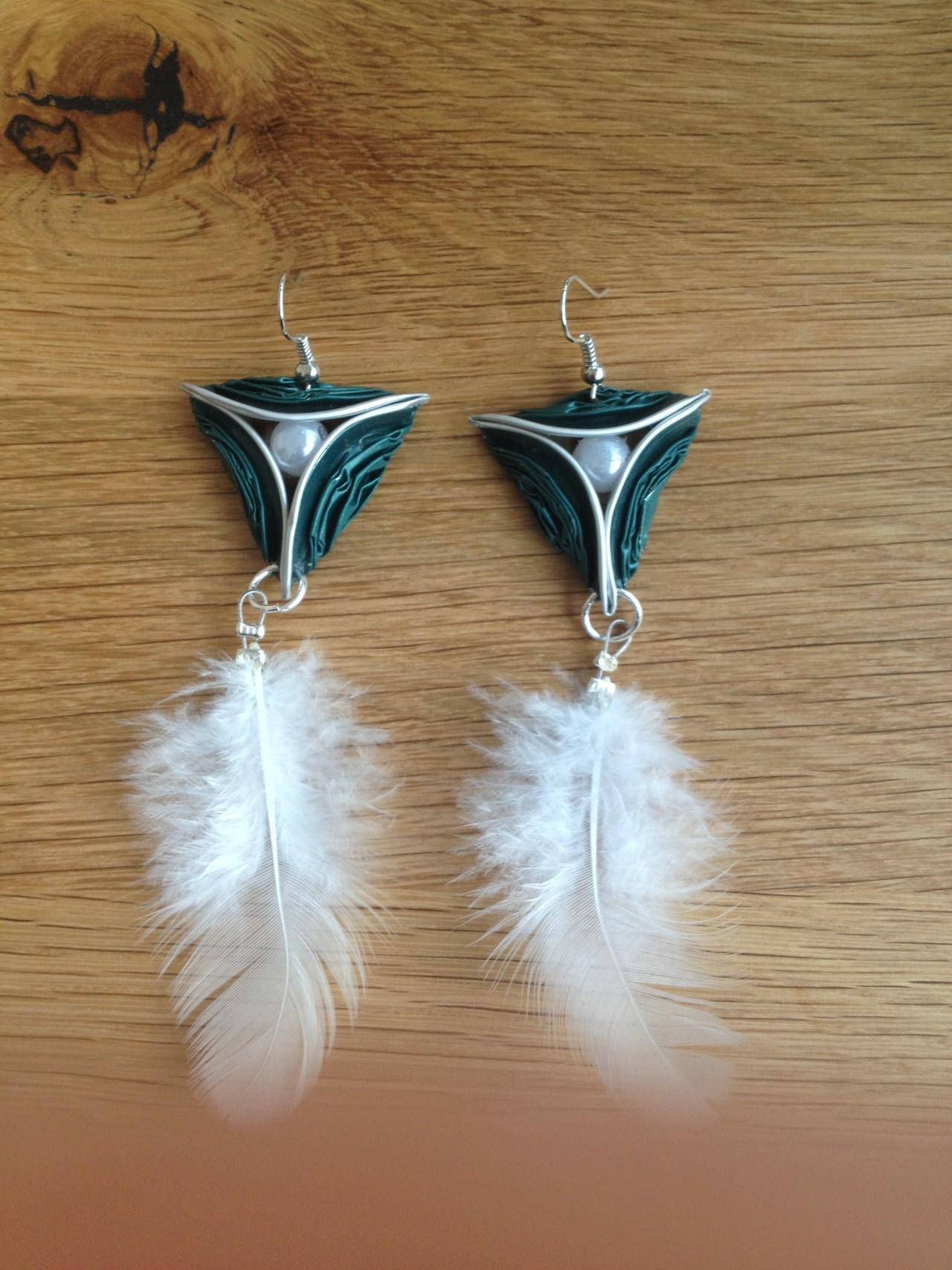 Dreiecksohrringe (grün mit Perle und Federn)