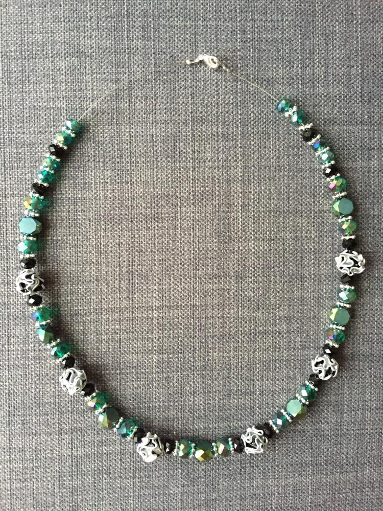 Perlenkette (smaragdgrün)