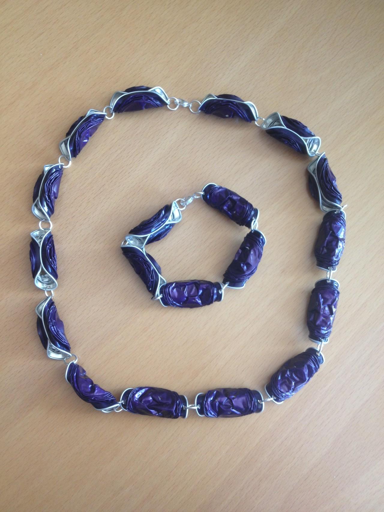 Gedrehte Kette mit passendem Armband (violett)