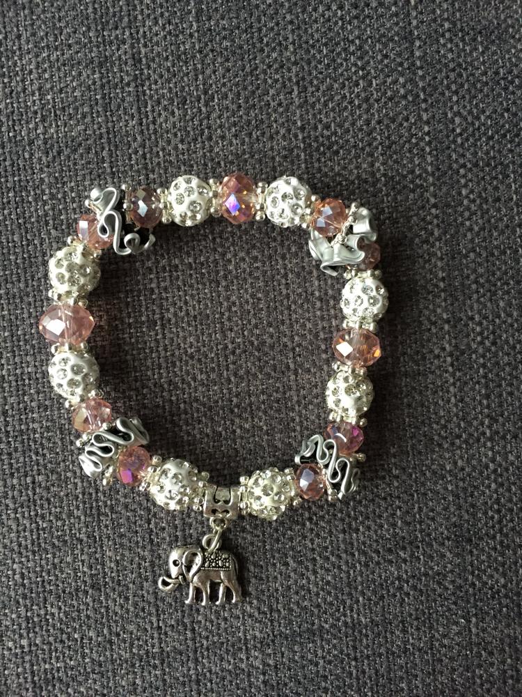 Perlenarmband (rosa/weiss mit Elefanten-Anhänger)