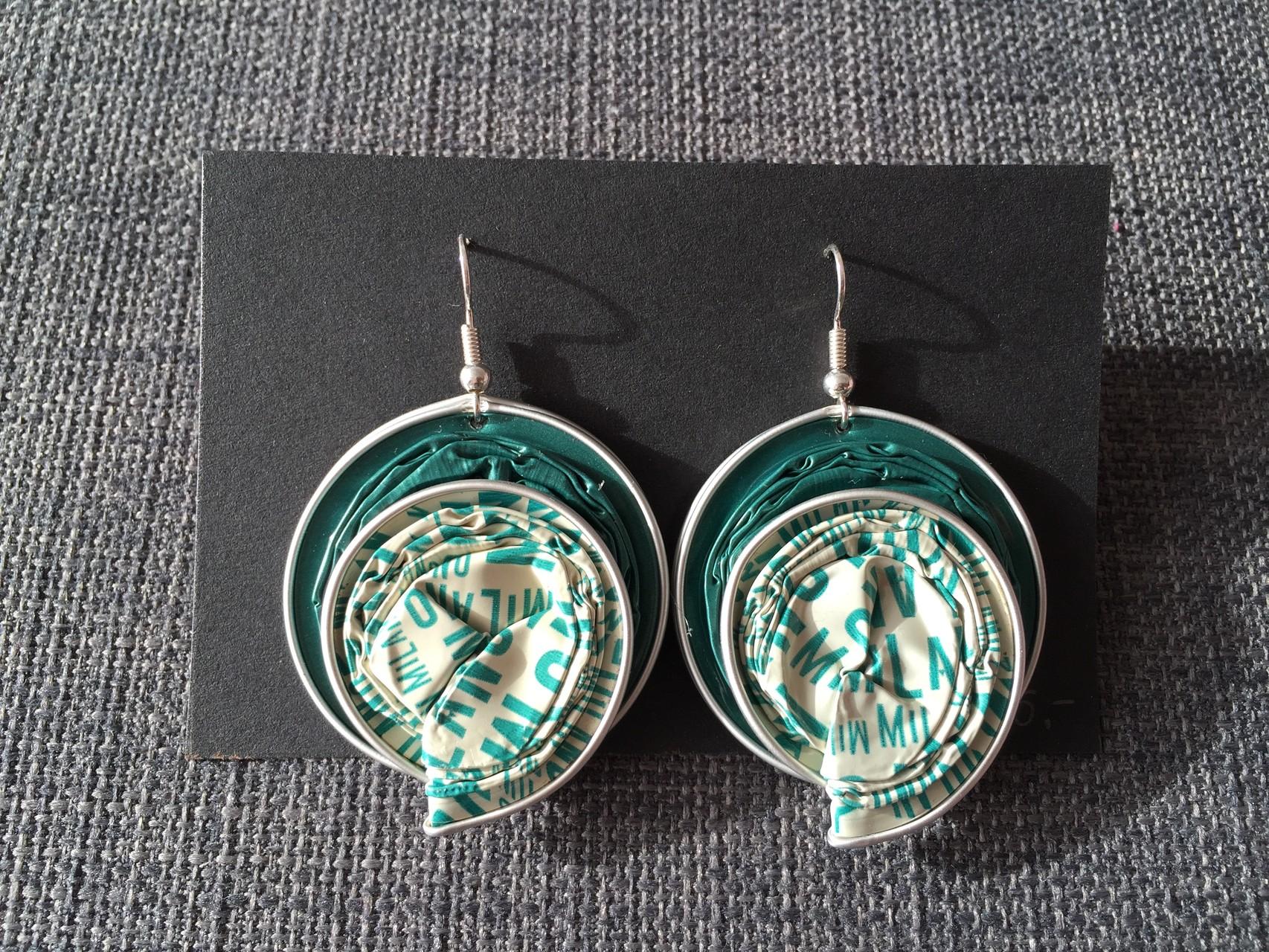 Runde Ohrringe (grün, spezial blau)