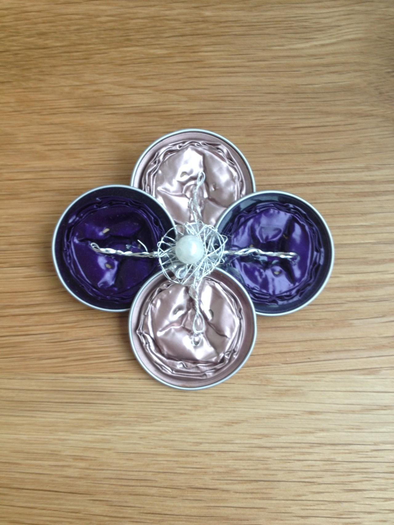 Grosse Brosche (violett/rosa)