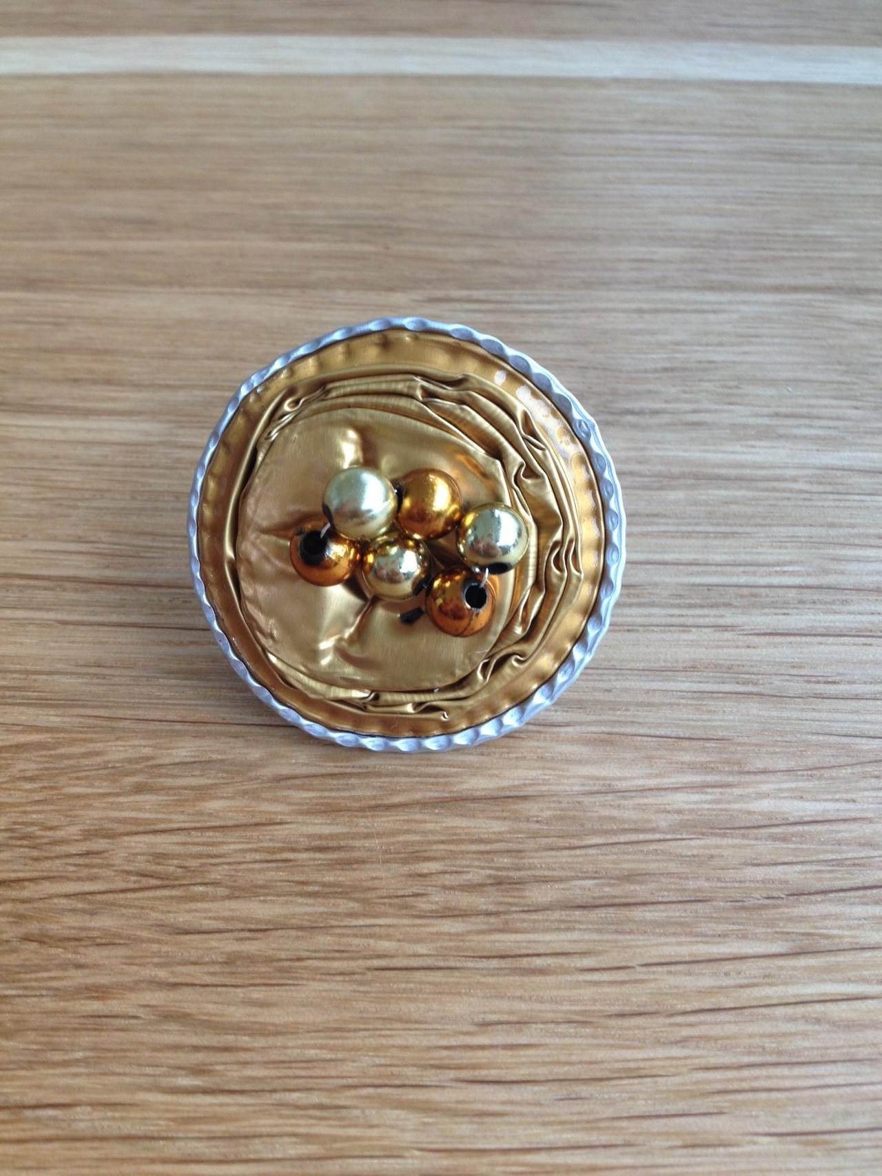 Ring (gold mit Randbearbeitung)