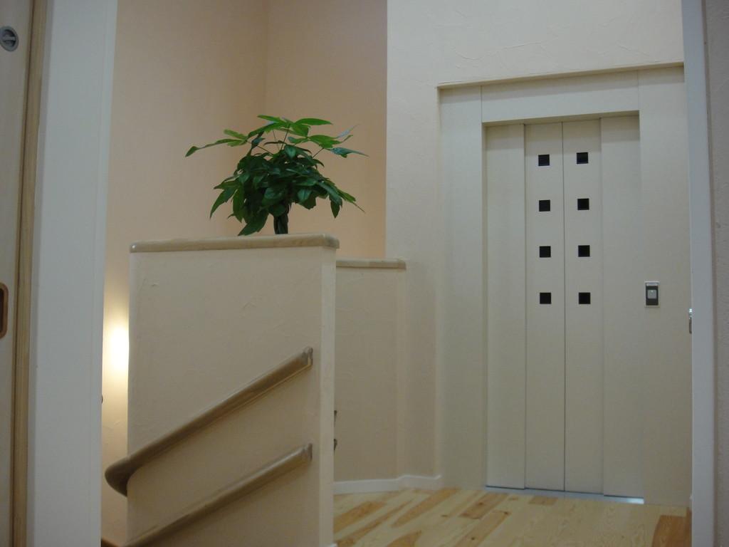 2階エレベーター出入口