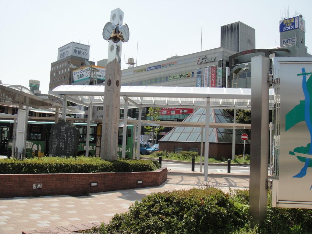 和光市駅南口の時計台を左方向へ