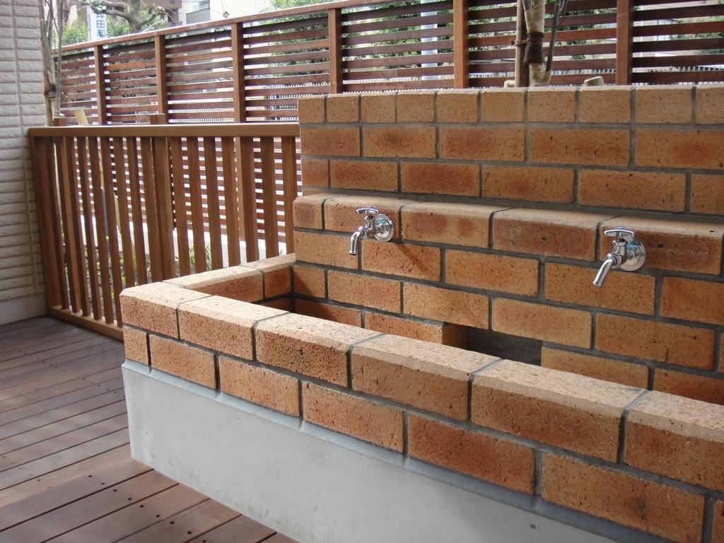 煉瓦の手洗い場