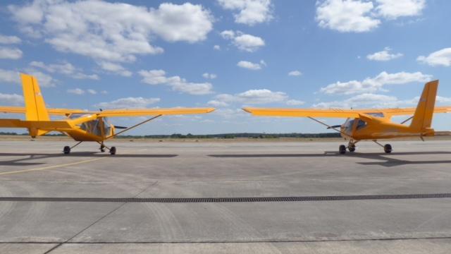 Links im Bild: A22L2 (DULV - Kennblatt 799-10 1 (Rotax 912 UL) und 799-10 2 (Rotax 912 ULS). Das zweite beinhaltet F-Schlepp bis 700 kg Abflugmasse!) Rechts im Bild: A32L (DULV - Kennblatt 956-17 1 (Rotax 912 ULS)