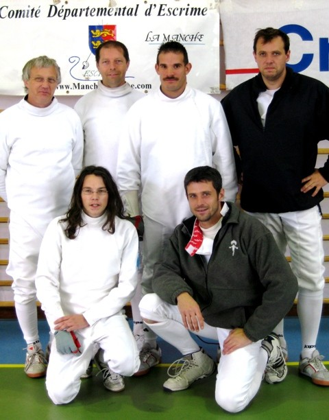 photo de groupe au tournoi international de Périers (6 membres du club et Mickaël, licencié à Cherbourg)