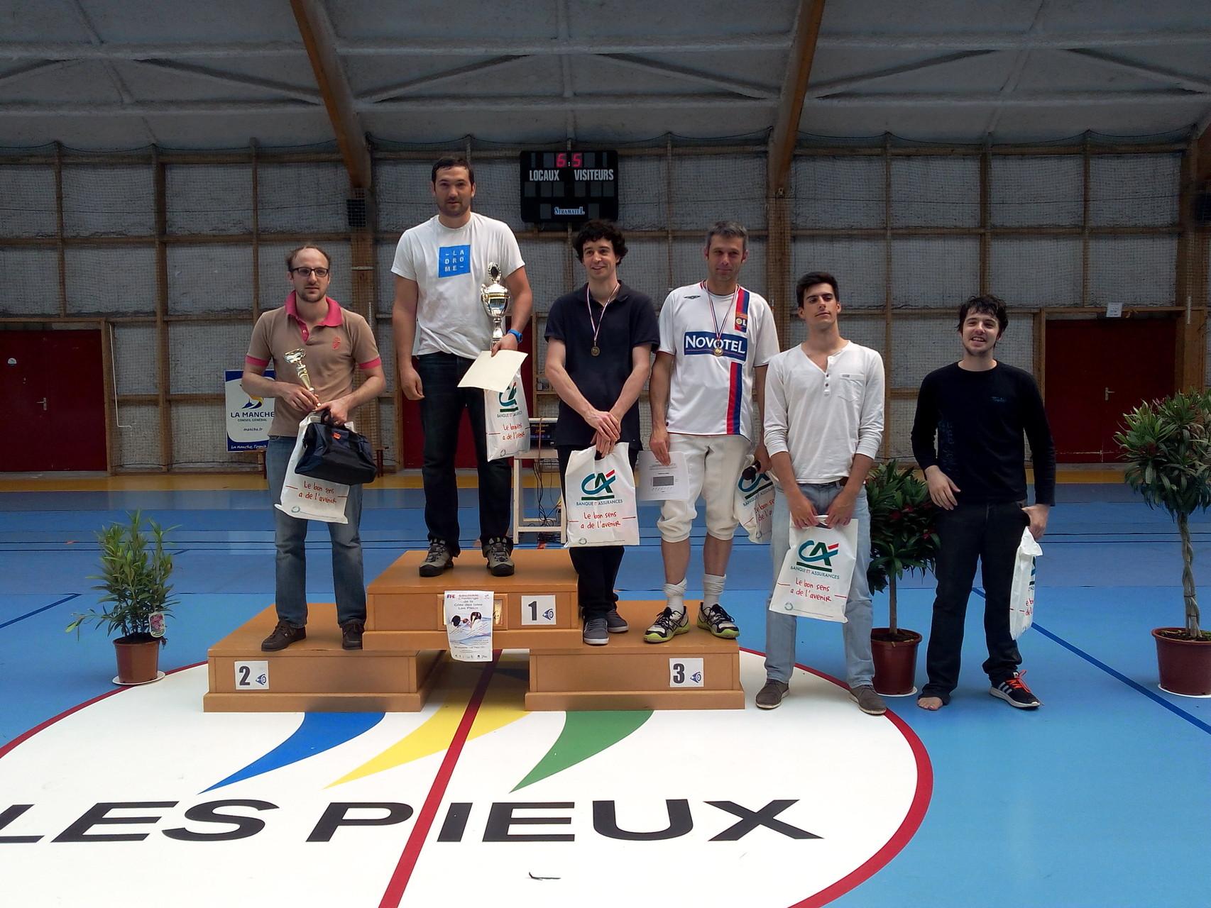 podium fleuret homme sénior. Triplé avec MAZEL Romain (1), VIVARES Vincent (2) et RABAY Mickaël (3)