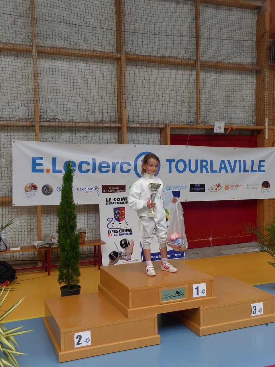 podium poussine avec mathilde, seule mais ayant gagné contre des poussins