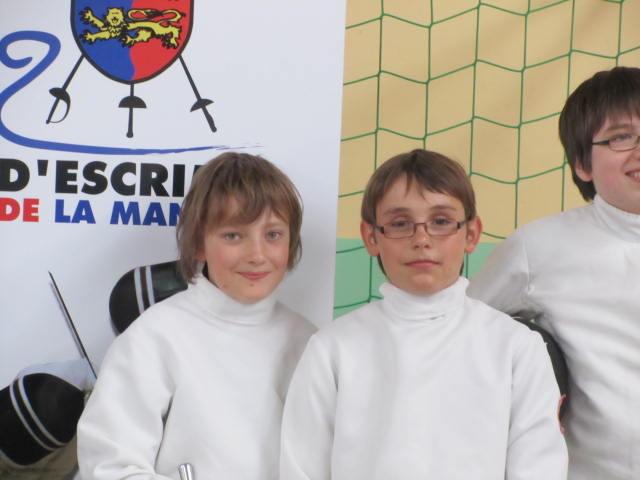 Aymeric (à gauche) et Bastien (à droite) au 4 Challenge Crédit Mutuel (épée benjamin)