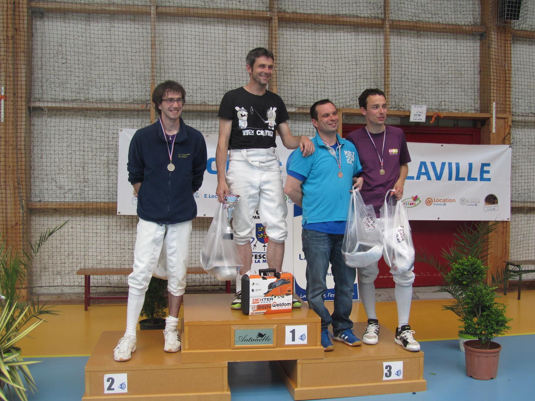 podium épée sénior avec Mickaël sur la première marche