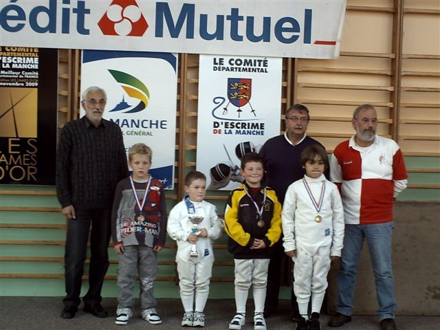 nos deux médaillés en poussin (Jean-Baptiste, à gauche, et Lucas, à droite)