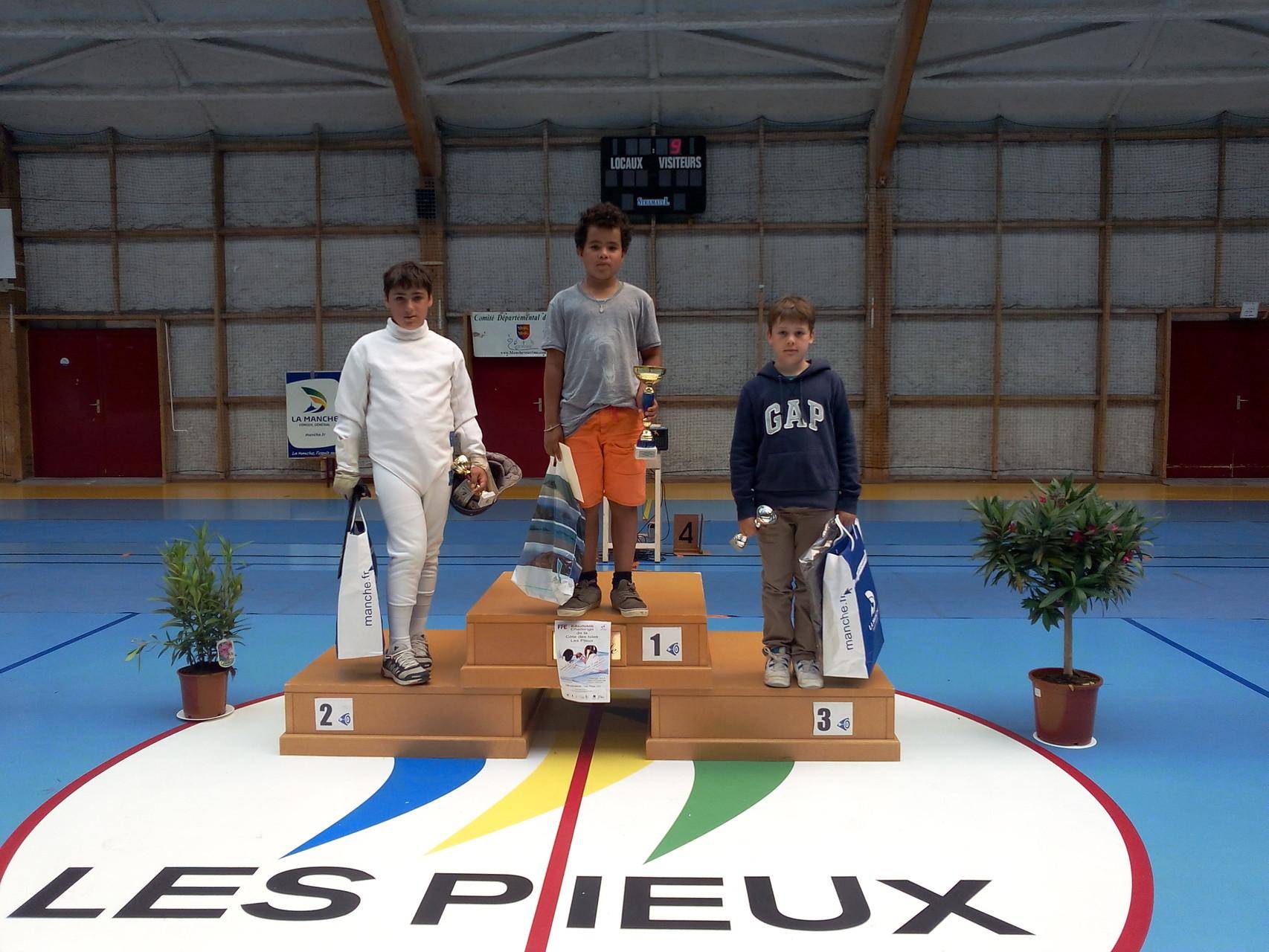 podium épée benjamin. 2. FAGOT Lucas et 3. PRUNIER Nicolas.