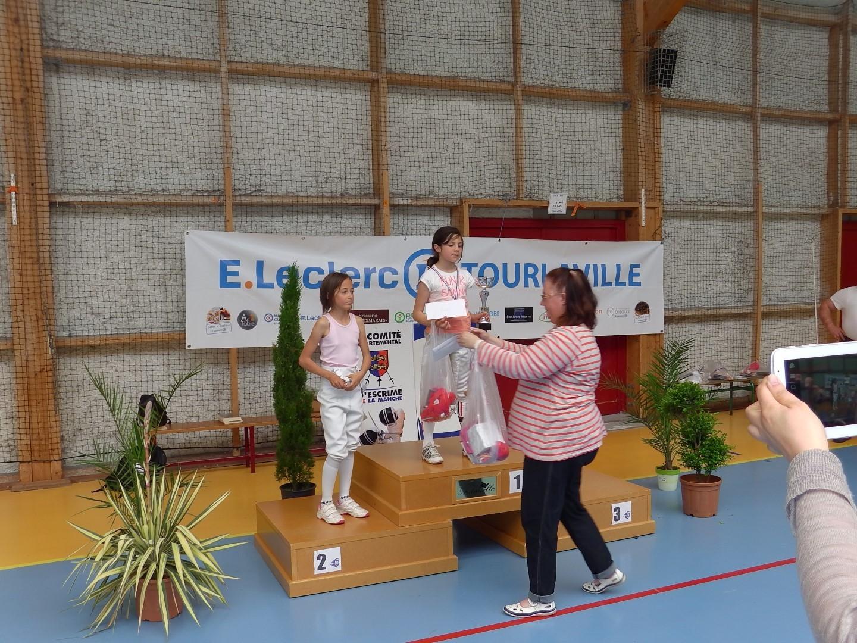 le podium des pupillettes récompensé par notre secrétaire, Agnès Morvan