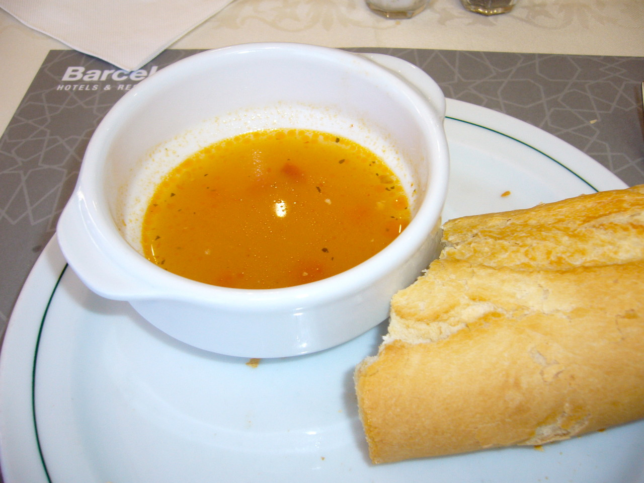 Gemüsesuppe mit Baguette