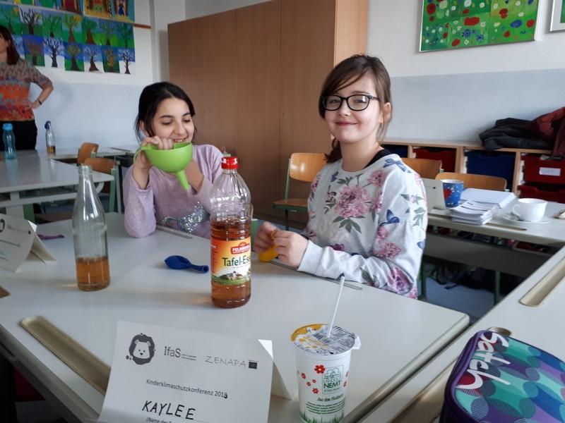 Schüler beim Experimentieren