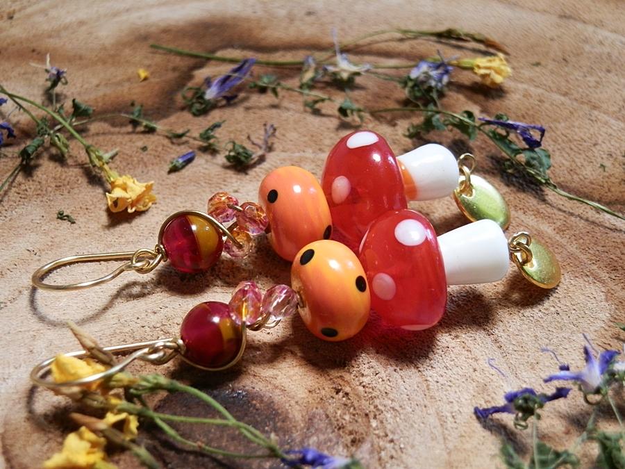 paddenstoel oorbellen bij blog over fairies, waar fairies vandaan komen, natuurkrachten en hoe je fairies kunt vinden