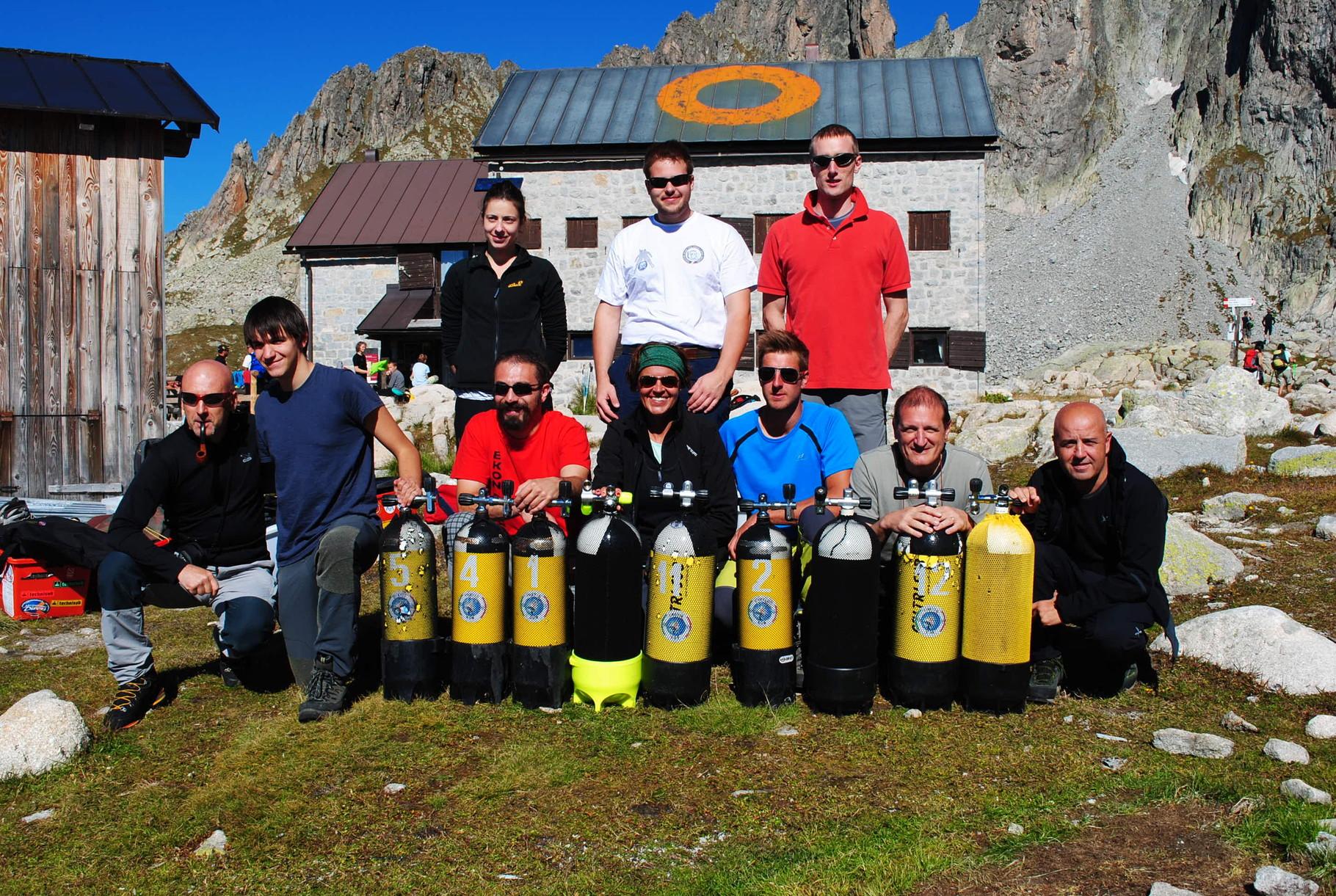 Foto di gruppo con le bombole