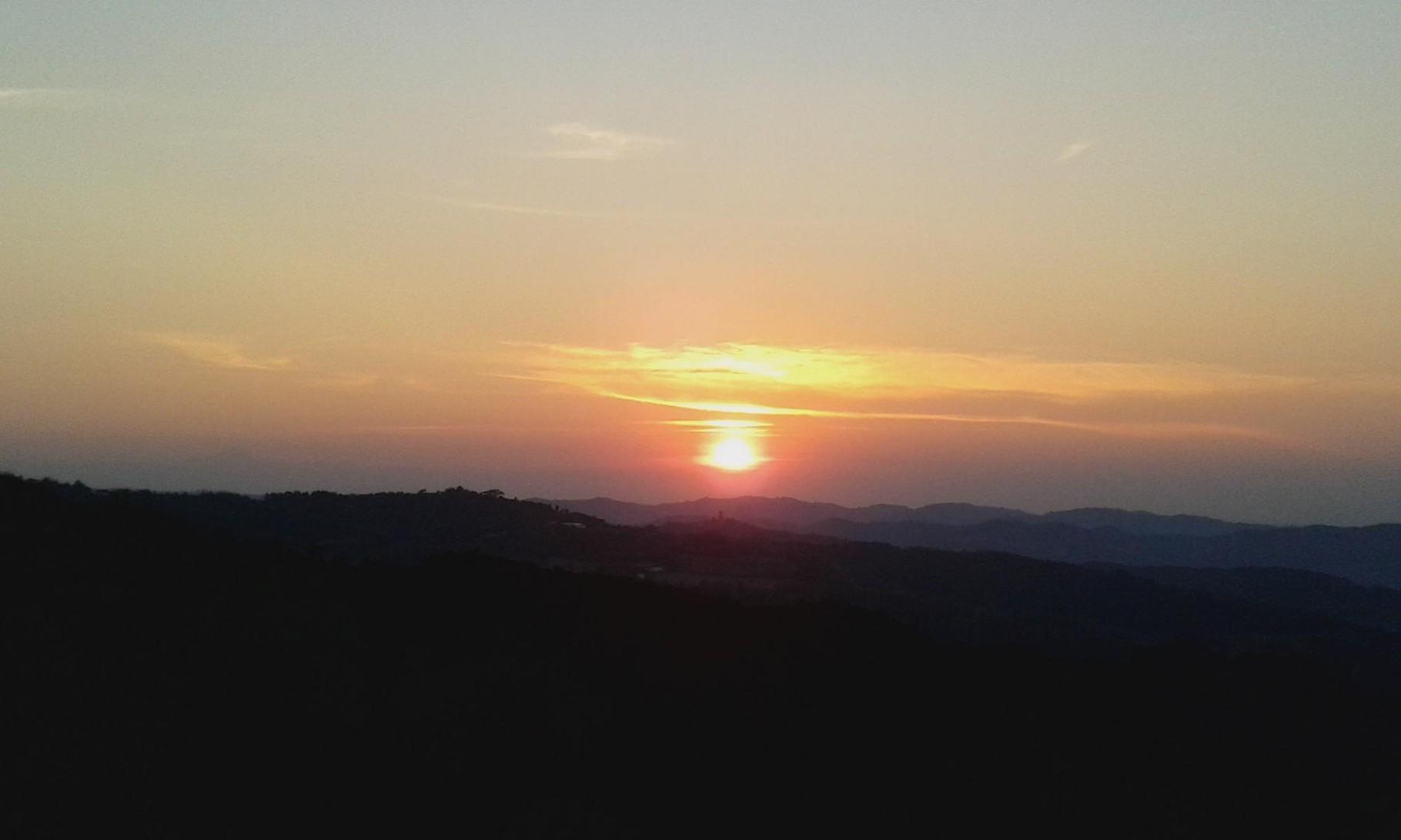 Sonnenuntergang vom Berg aus