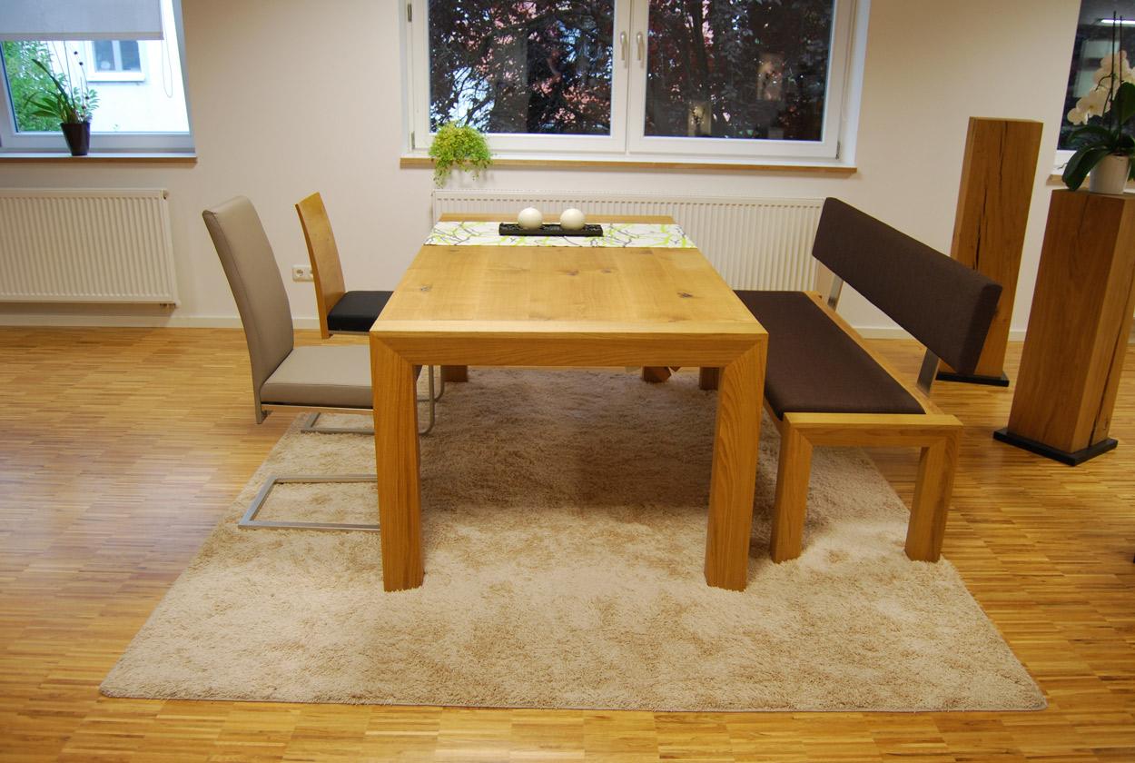 Hier der NOCH kleine Tisch…