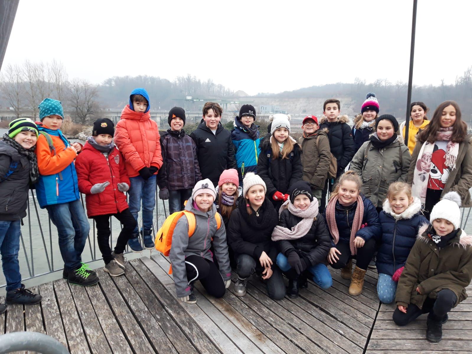Die Klasse 4a im Wasserkraftwerk Rheinfelden