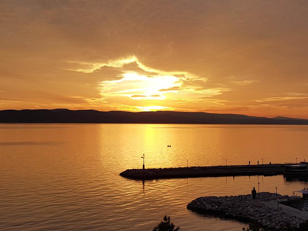 Abendstimmung im Hafen von Baska Voda