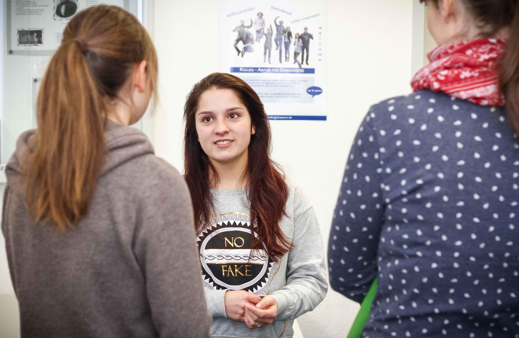 Auch Schüler des Gymnasiums selbst beantworteten Fragen von interessierten Besuchern.