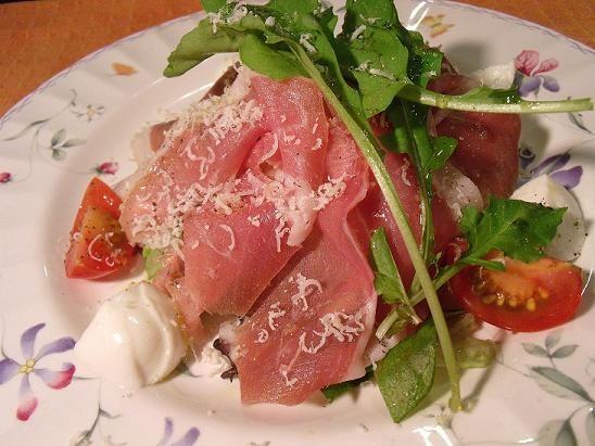 サンダニエレ産生ハムとフレッシュチーズサラダ