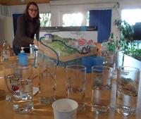 """An der """"Wasserbar"""" wurden Unterschiede zwischen verschiedenen Wassersorten geschmeckt"""