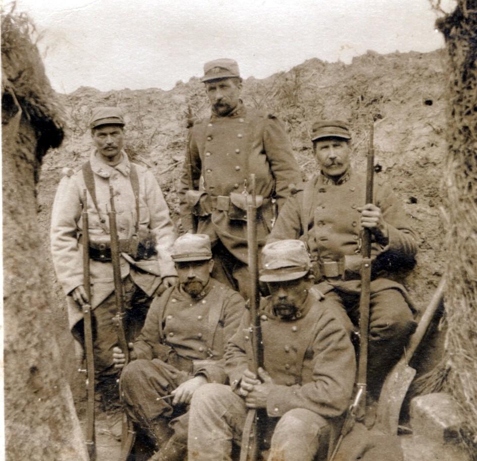 Pierre Marie François GAUTIER. 1915 il est debout, en tenue claire