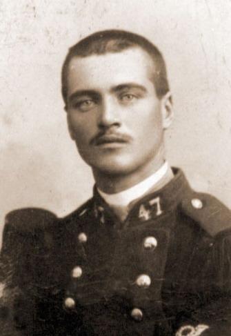 Pierre Marie François GAUTIER né le 29 03 1879 à Saint Servan et décédé le 27.09.1918 à  Jouy (ravin ouest) - Le Bois du Coteau aujourd'hui commune de Aizy-Jouy (Aisne). Il a été tué à l'ennemi (d'une balle dans la poitrine).