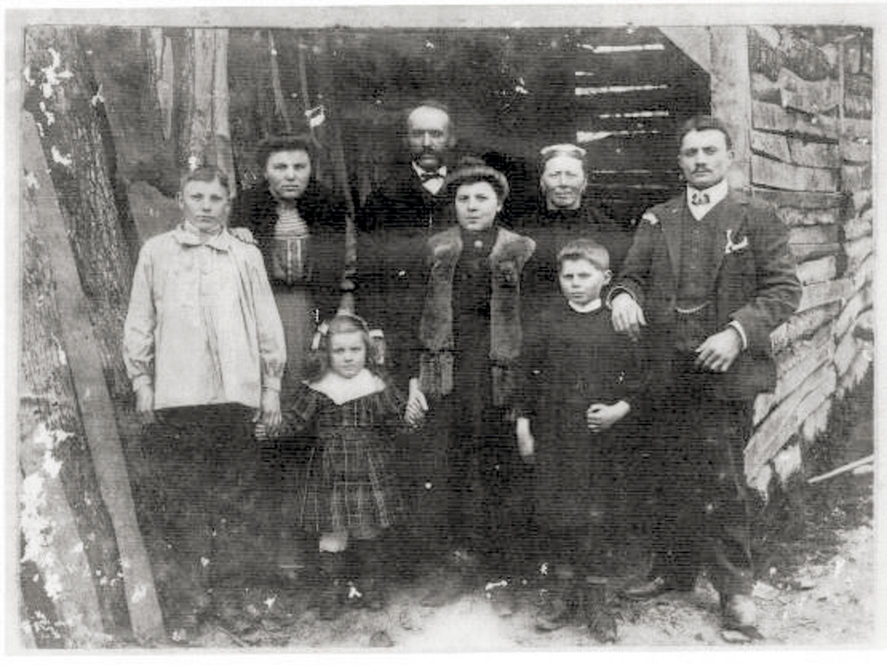 Julien PERCHE et son épouse Jeanne LOURMAIS mariés à Saint-Léger-des-Prés (35) le 22 septembre 1888