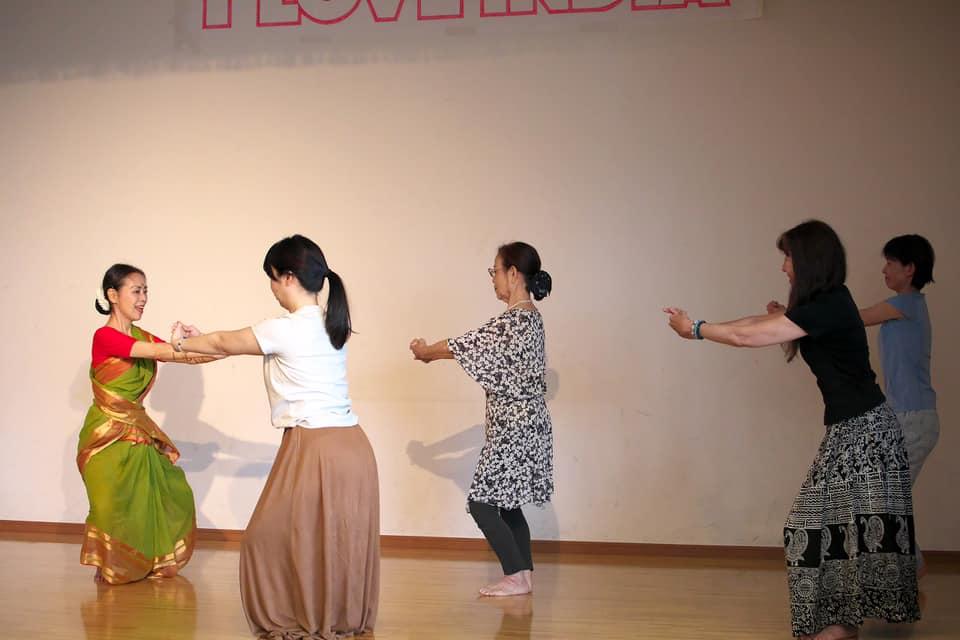 南インド古典舞踊ワークショップ/モガリ真奈美