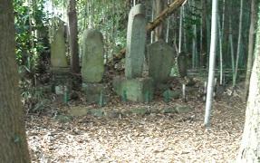 「垪和一之瀬城竹内中務大輔久盛落城地」の石碑が建立されている石丸屋敷