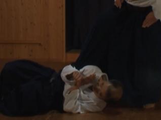 奥羽手「かすみなげ」仰向けに首筋から落下させる形!