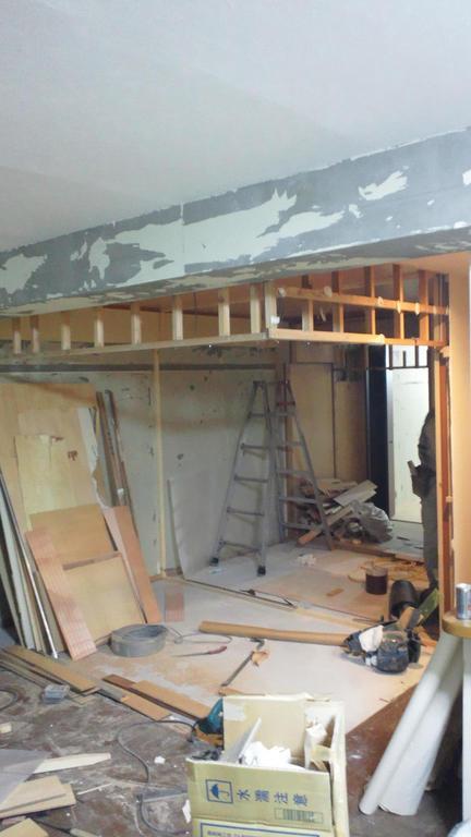 旧和室部分です。床もLDKに併せて全て取り除きます。天井も配線工事を行います。