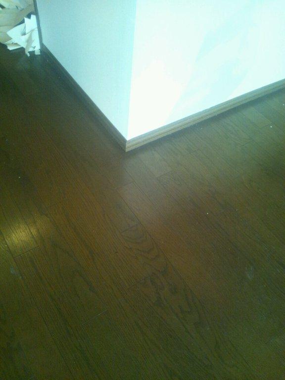 張替前のリビングの床です。