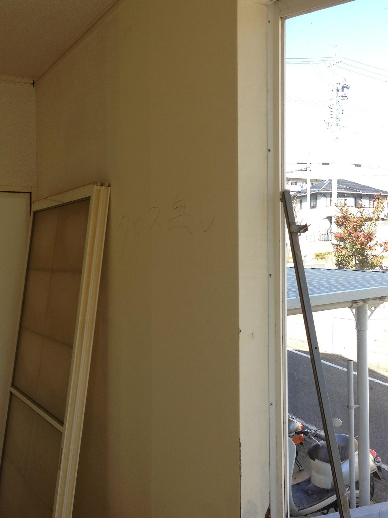 改修前、全体的に壁によれが出てしまっています。