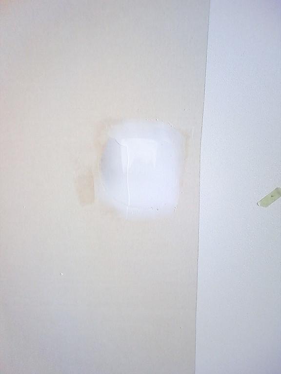 パテ処理後です。壁が平らになりました。