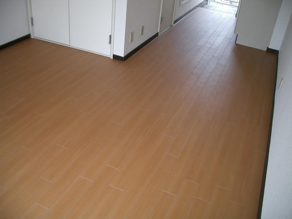 完成後の床です。当初の床から見違えるように美しくなりました。