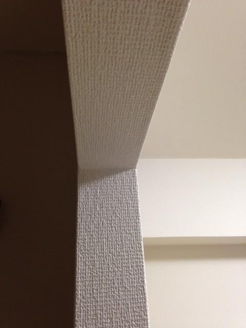 壁紙を活用することで、部屋との境目がなくなります。